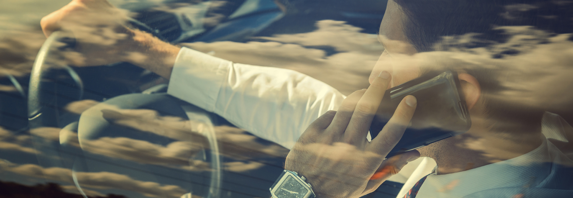 Homme téléphone au volant