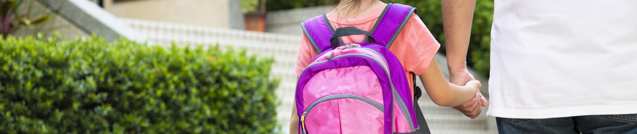 Les comportements à risque des parents sur le chemin de l'école en présence de leurs enfants